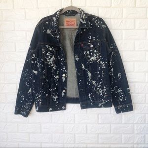 NWOT Levi's paint splattered jean jacket Sz L